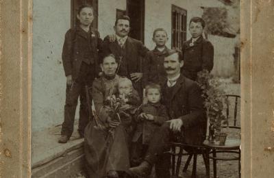 Liptórózsahegyi felvétel a Domszky család őseiről, a 19. század közepe tájáról