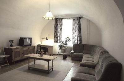 Kép az MNL ZML vendégszobájának társalgójáról